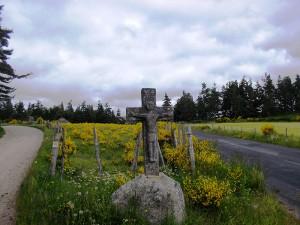 La croix du lièvre, commune de Sainte Colombe de Peyre.
