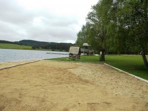 Le lac du Moulinet, commune de Sainte Colombe de Peyre.