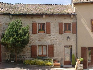 Logements communaux place de l'églaise à Sainte Colombe de Peyre