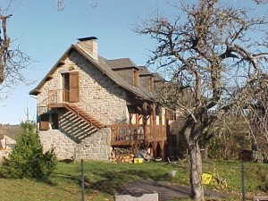 Logement communaux de l'ancien presbytère à Sainte Colombe de Peyre.